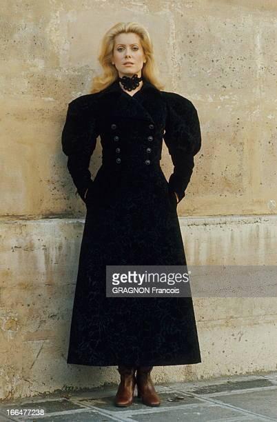 Catherine Deneuve Model For Yves Saint Laurent Catherine DENEUVE présente la mode Yves SAINT LAURENT rue de Tournon à PARIS chez SAINT LAURENT Rive...