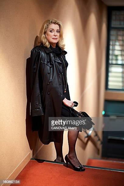 Catherine Deneuve On Tour To Promote The Film 'potiche' By Francois Ozon Catherine DENEUVE en tournée de promotion pour le dernier film de Francois...