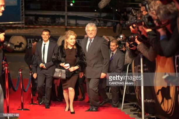 Catherine Deneuve On Tour To Promote The Film 'potiche' By Francois Ozon Catherine DENEUVE en tournée de promotion pour le dernier film de Francois...
