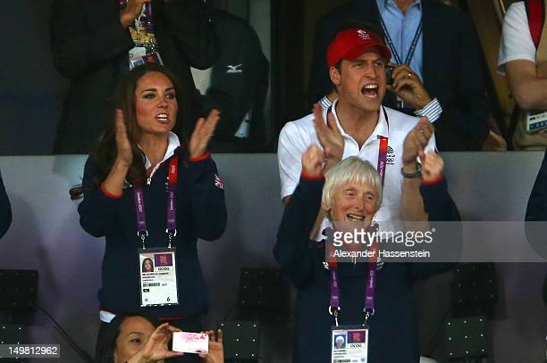 Catherine Duchess of Cambridge and Prince William Duke of Cambridge cheer on Mo Farah of Great Britain on Day 8 of the London 2012 Olympic Games at...