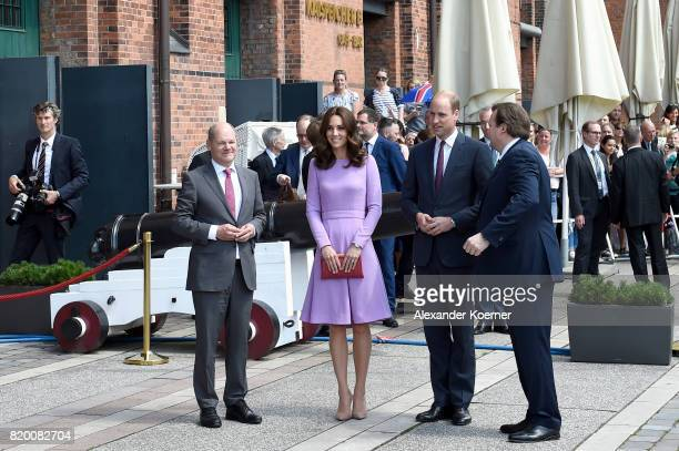Catherine Duchess of Cambridge and Prince William Duke of Cambridge are welcomed by Hamburg Mayor Olaf Scholz and Peter Tamm Jr during a visit of the...
