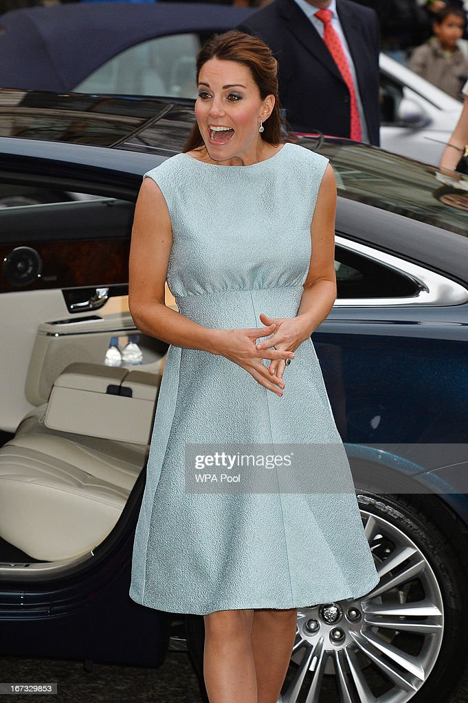 <a gi-track='captionPersonalityLinkClicked' href=/galleries/search?phrase=Catherine+-+Duchesse+de+Cambridge&family=editorial&specificpeople=542588 ng-click='$event.stopPropagation()'>Catherine</a>, Duchess of Cambridge arrives at an evening reception to celebrate the work of The Art Room charity at The National Portrait Gallery on April 24, 2013 in London, England.