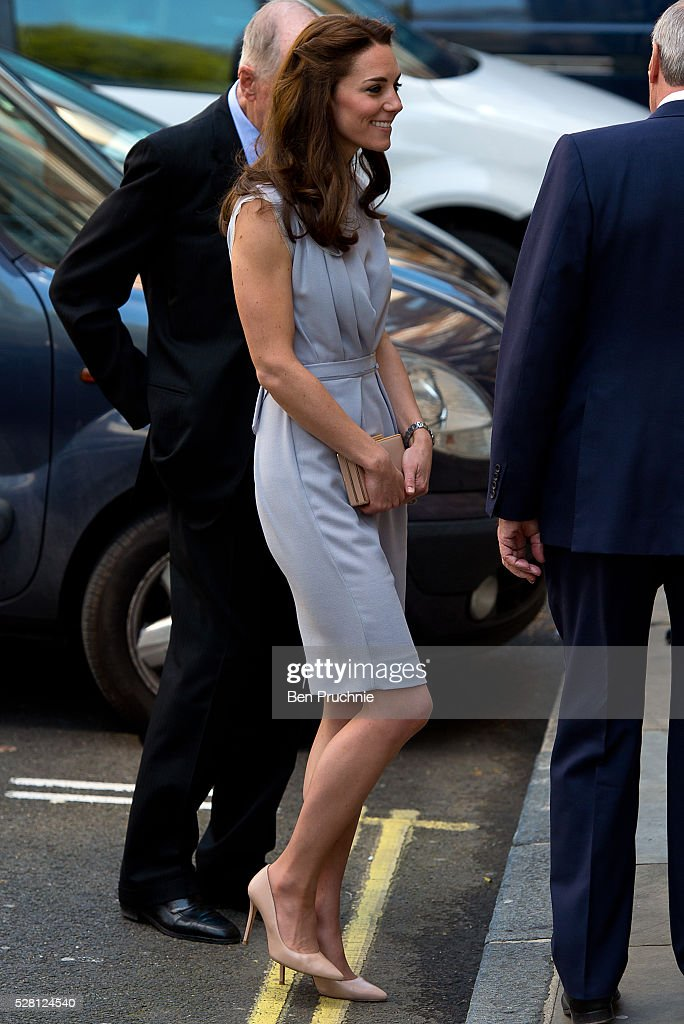 <a gi-track='captionPersonalityLinkClicked' href=/galleries/search?phrase=Catherine+-+Herzogin+von+Cambridge&family=editorial&specificpeople=542588 ng-click='$event.stopPropagation()'>Catherine</a>, Duchess of Cambridge arrives at the Anna Freud Centre on May 4, 2016 in London, England.