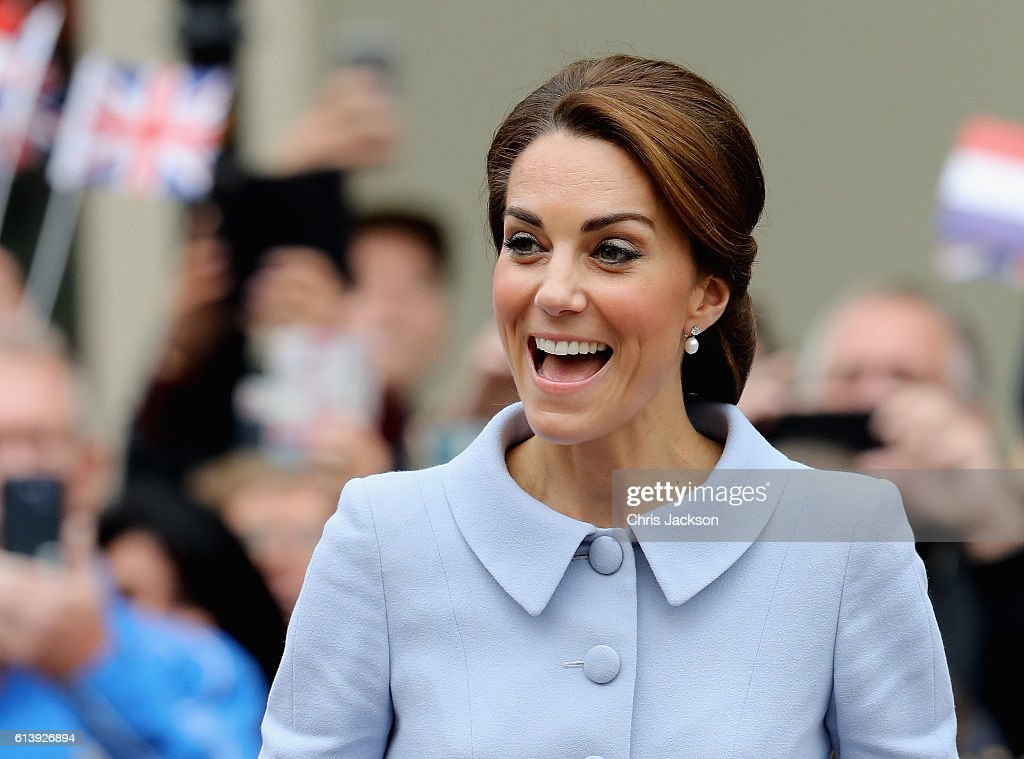 catherine-duchess-of-cambridge-arrives-at-the-mauritshuis-gallery-a-picture-id613926894