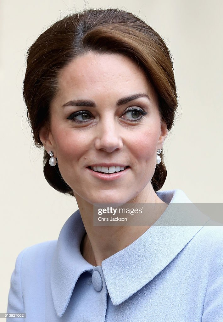 catherine-duchess-of-cambridge-arrives-at-the-mauritshuis-gallery-a-picture-id613927002