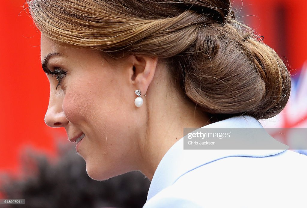 catherine-duchess-of-cambridge-arrives-at-the-mauritshuis-gallery-a-picture-id613927014