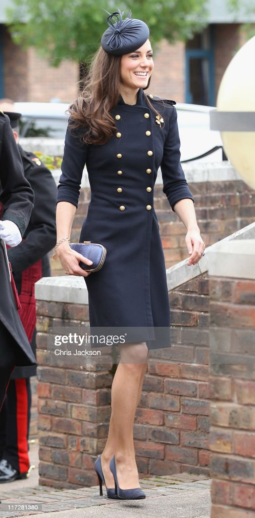 <a gi-track='captionPersonalityLinkClicked' href=/galleries/search?phrase=Catherine+-+Hertiginna+av+Cambridge&family=editorial&specificpeople=542588 ng-click='$event.stopPropagation()'>Catherine</a>, Duchess of Cambridge arrives at the Victoria Barracks on June 25, 2011 in Windsor, England. The Duchess of Cambridge and Duke of Cambridge are at the barracks to present service medals to members of the Irish Guards.