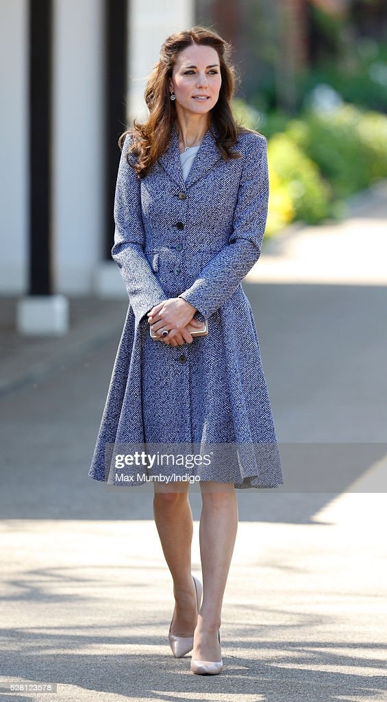 <a gi-track='captionPersonalityLinkClicked' href=/galleries/search?phrase=Catherine+-+Duquesa+de+Cambridge&family=editorial&specificpeople=542588 ng-click='$event.stopPropagation()'>Catherine</a>, Duchess of Cambridge arrives to open the Magic Garden at Hampton Court Palace on May 4, 2016 in London, England.