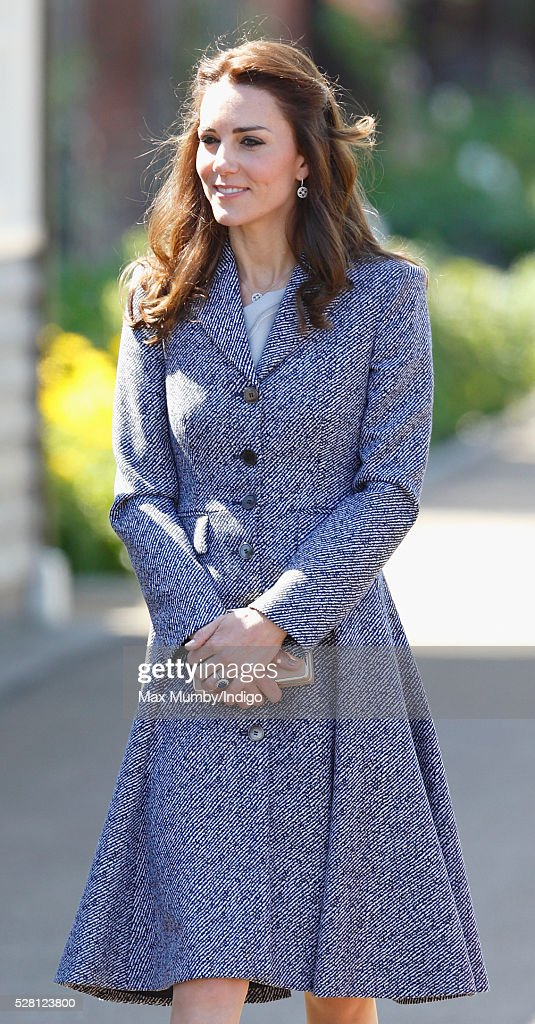 <a gi-track='captionPersonalityLinkClicked' href=/galleries/search?phrase=Catherine+-+Hertiginna+av+Cambridge&family=editorial&specificpeople=542588 ng-click='$event.stopPropagation()'>Catherine</a>, Duchess of Cambridge arrives to open the Magic Garden at Hampton Court Palace on May 4, 2016 in London, England.