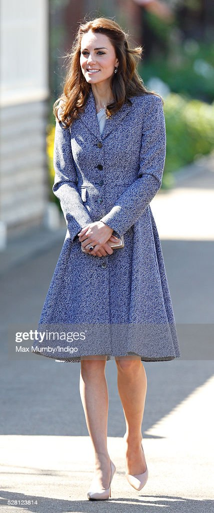 <a gi-track='captionPersonalityLinkClicked' href=/galleries/search?phrase=Catherine+-+Duchessa+di+Cambridge&family=editorial&specificpeople=542588 ng-click='$event.stopPropagation()'>Catherine</a>, Duchess of Cambridge arrives to open the Magic Garden at Hampton Court Palace on May 4, 2016 in London, England.