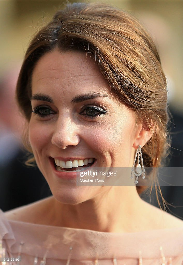 catherine-duchess-of-cambridge-attends-a-gala-dinner-in-support-of-picture-id542155166