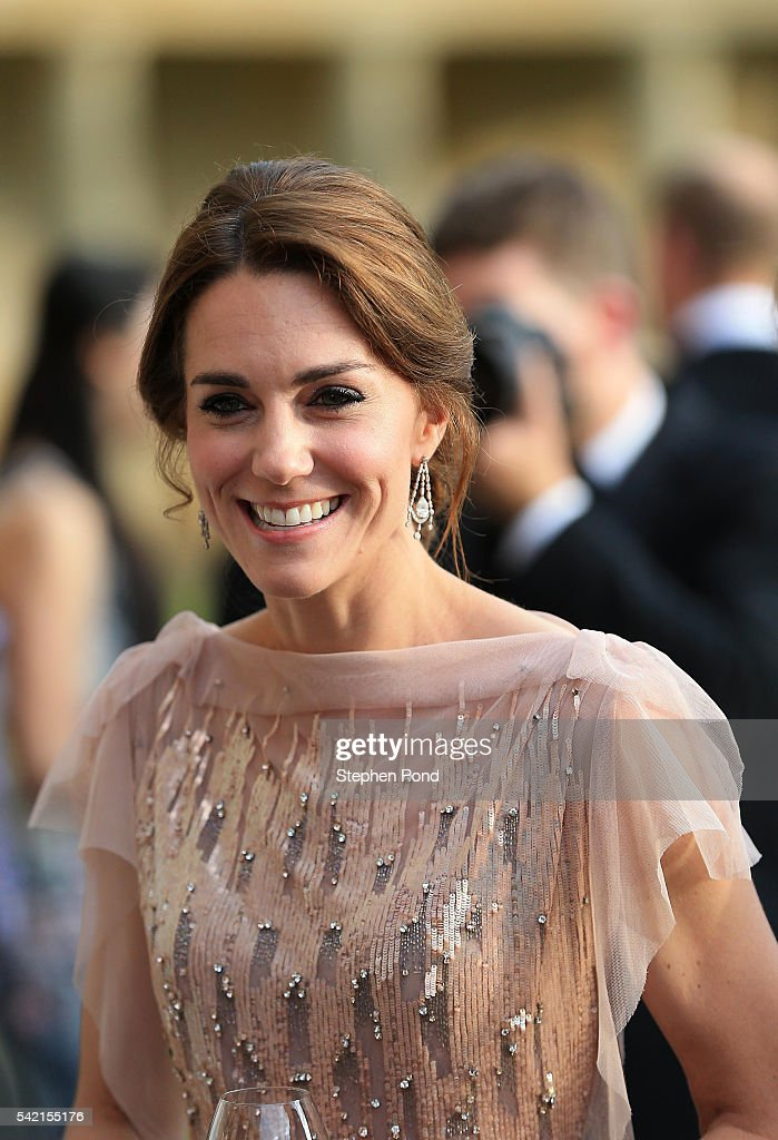 catherine-duchess-of-cambridge-attends-a-gala-dinner-in-support-of-picture-id542155176