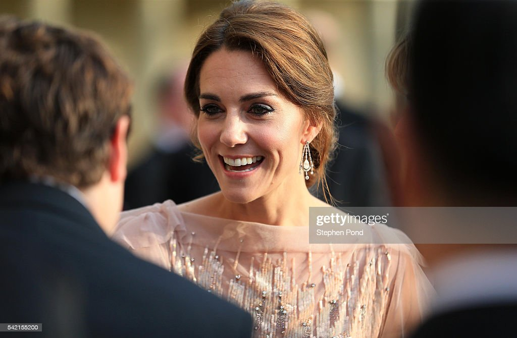 catherine-duchess-of-cambridge-attends-a-gala-dinner-in-support-of-picture-id542155200
