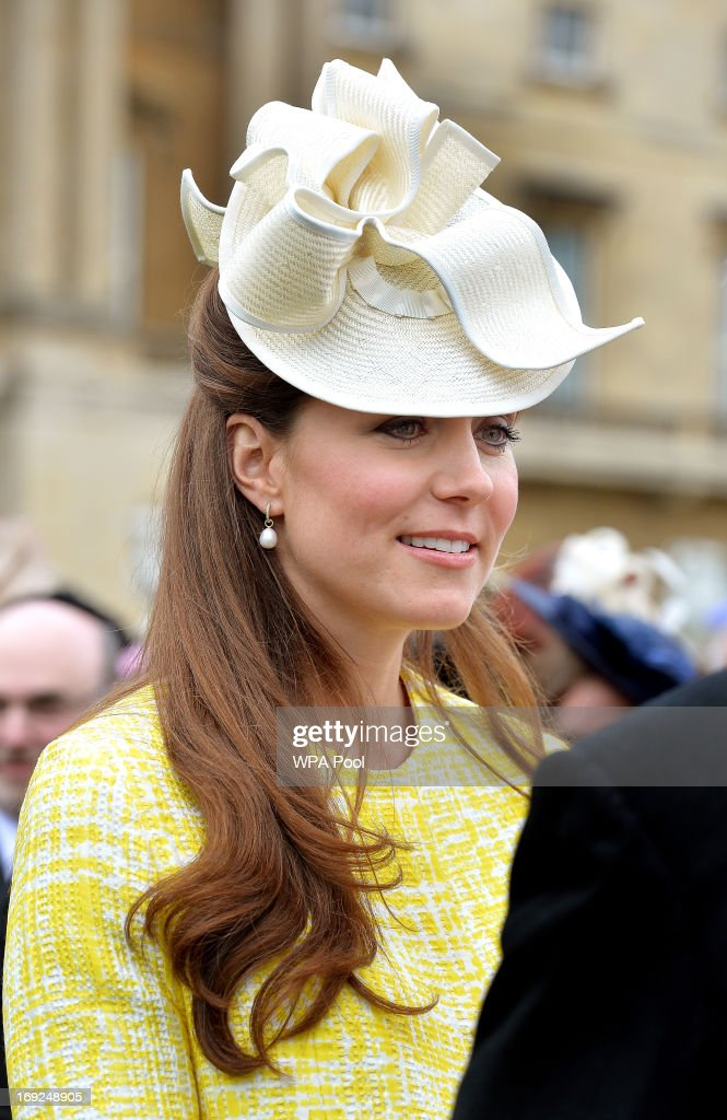 <a gi-track='captionPersonalityLinkClicked' href=/galleries/search?phrase=Catherine+-+Duchesse+de+Cambridge&family=editorial&specificpeople=542588 ng-click='$event.stopPropagation()'>Catherine</a>, Duchess of Cambridge attends a Garden Party in the grounds of Buckingham Palace hosted by Queen Elizabeth II on May 22, 2013.