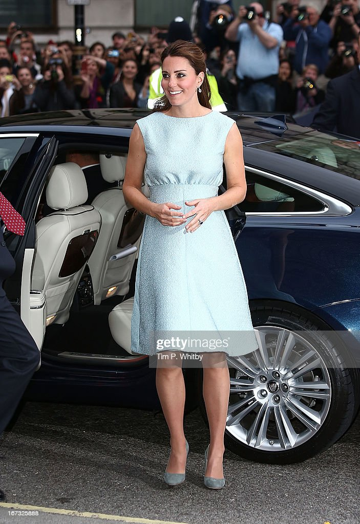 <a gi-track='captionPersonalityLinkClicked' href=/galleries/search?phrase=Catherine+-+Duchesse+de+Cambridge&family=editorial&specificpeople=542588 ng-click='$event.stopPropagation()'>Catherine</a>, Duchess of Cambridge attends an evening reception to celebrate the work of The Art Room charity at The National Portrait Gallery on April 24, 2013 in London, England.