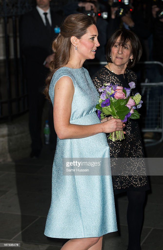 <a gi-track='captionPersonalityLinkClicked' href=/galleries/search?phrase=Catherine+-+Duchessa+di+Cambridge&family=editorial&specificpeople=542588 ng-click='$event.stopPropagation()'>Catherine</a>, Duchess of Cambridge attends an evening reception to celebrate the work of The Art Room charity at The National Portrait Gallery on April 24, 2013 in London, England.