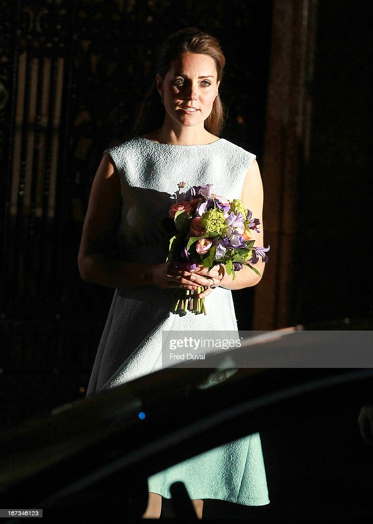 <a gi-track='captionPersonalityLinkClicked' href=/galleries/search?phrase=Catherine+-+Duchess+of+Cambridge&family=editorial&specificpeople=542588 ng-click='$event.stopPropagation()'>Catherine</a>, Duchess of Cambridge attends an evening reception to celebrate the work of the Art Room Charity at the National Portrait Gallery on April 24, 2013 in London, England.