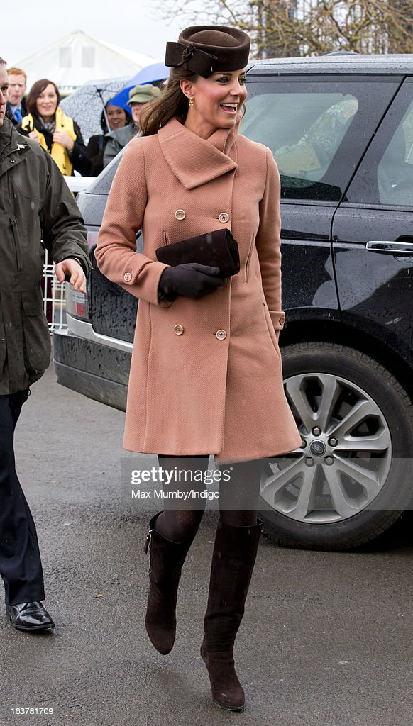 <a gi-track='captionPersonalityLinkClicked' href=/galleries/search?phrase=Catherine+-+Duchessa+di+Cambridge&family=editorial&specificpeople=542588 ng-click='$event.stopPropagation()'>Catherine</a>, Duchess of Cambridge attends Day 4 of The Cheltenham Festival at Cheltenham Racecourse on March 15, 2013 in London, England.