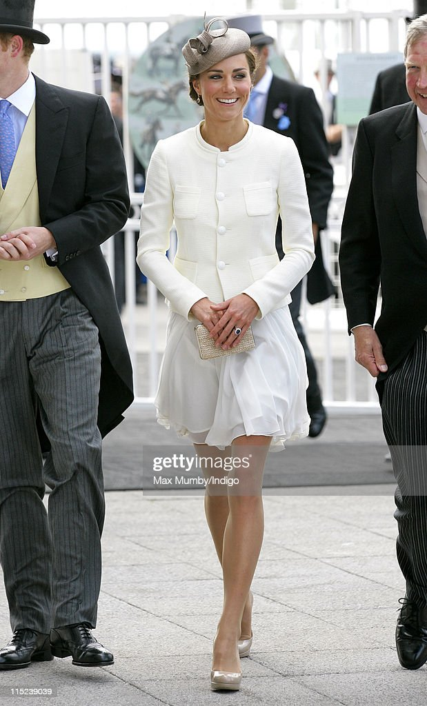 <a gi-track='captionPersonalityLinkClicked' href=/galleries/search?phrase=Catherine+-+Hertiginna+av+Cambridge&family=editorial&specificpeople=542588 ng-click='$event.stopPropagation()'>Catherine</a>, Duchess of Cambridge attends Derby Day at the Investec Derby Festival at Epsom racecourse on June 4, 2011 in Epsom, England.