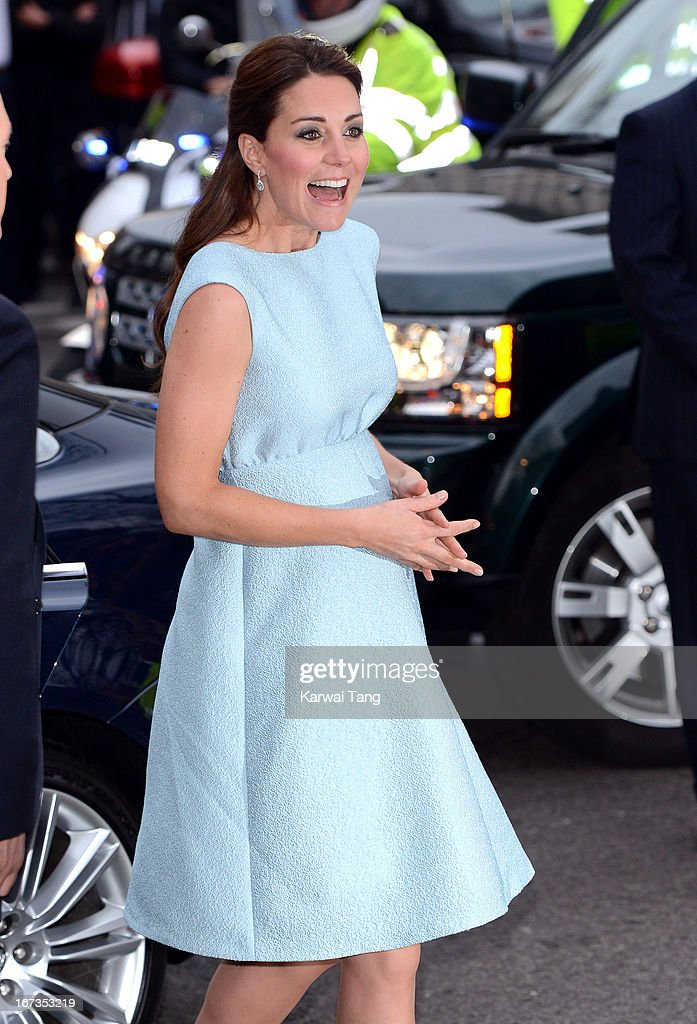 <a gi-track='captionPersonalityLinkClicked' href=/galleries/search?phrase=Catherine+-+Duquesa+de+Cambridge&family=editorial&specificpeople=542588 ng-click='$event.stopPropagation()'>Catherine</a>, Duchess of Cambridge attends The Art Room reception at National Portrait Gallery on April 24, 2013 in London, England.