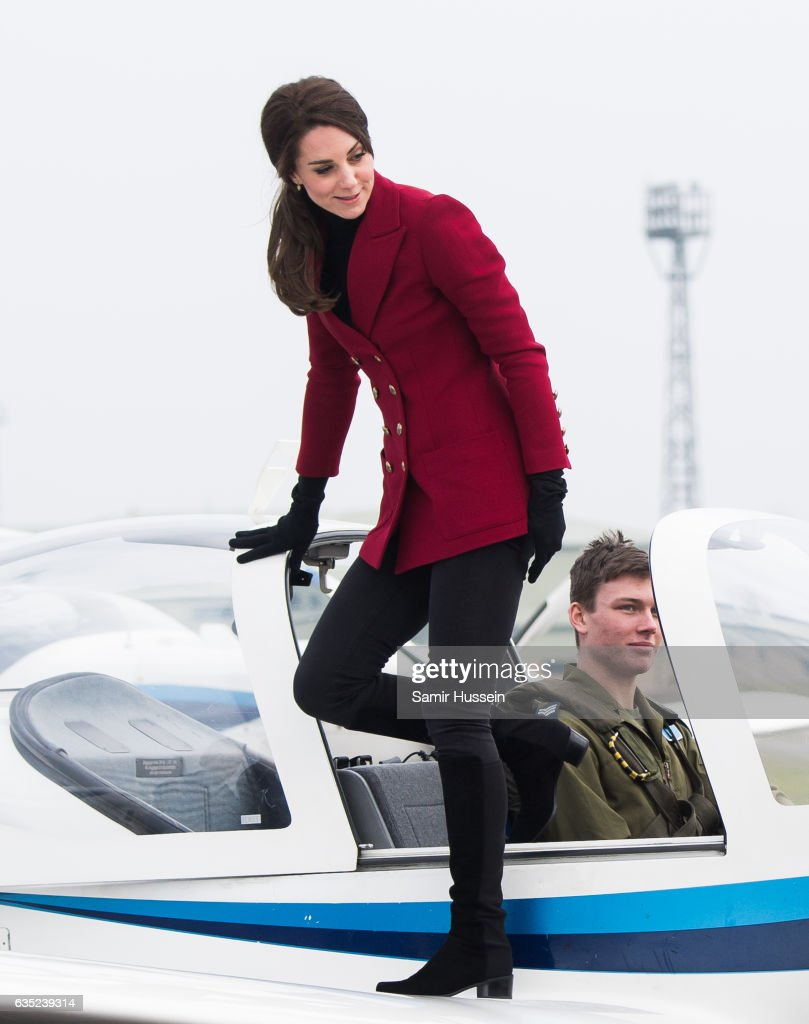 catherine-duchess-of-cambridge-climbes-out-of-a-plane-during-a-visit-picture-id635239314