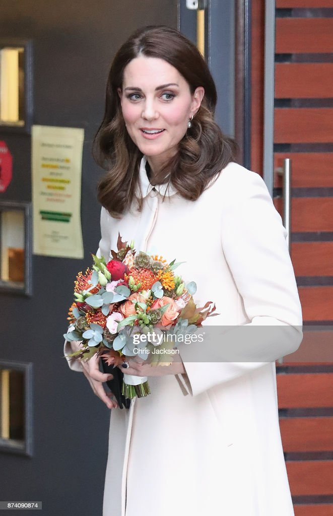 catherine-duchess-of-cambridge-departs-after-visiting-family-action-picture-id874090874