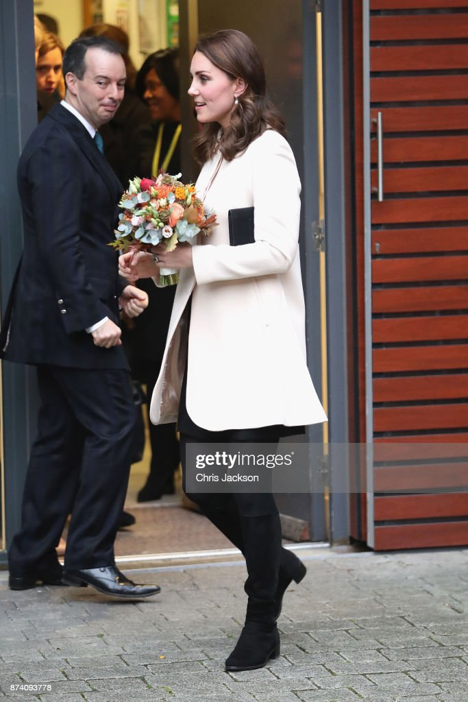 catherine-duchess-of-cambridge-departs-after-visiting-family-action-picture-id874093778