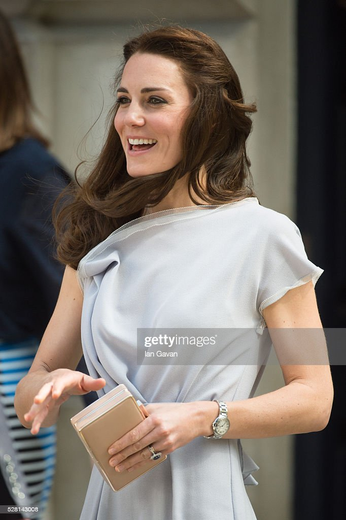<a gi-track='captionPersonalityLinkClicked' href=/galleries/search?phrase=Catherine+-+Duchess+of+Cambridge&family=editorial&specificpeople=542588 ng-click='$event.stopPropagation()'>Catherine</a>, Duchess of Cambridge departs after visiting the Anna Freud Centre on May 4, 2016 in London, England.