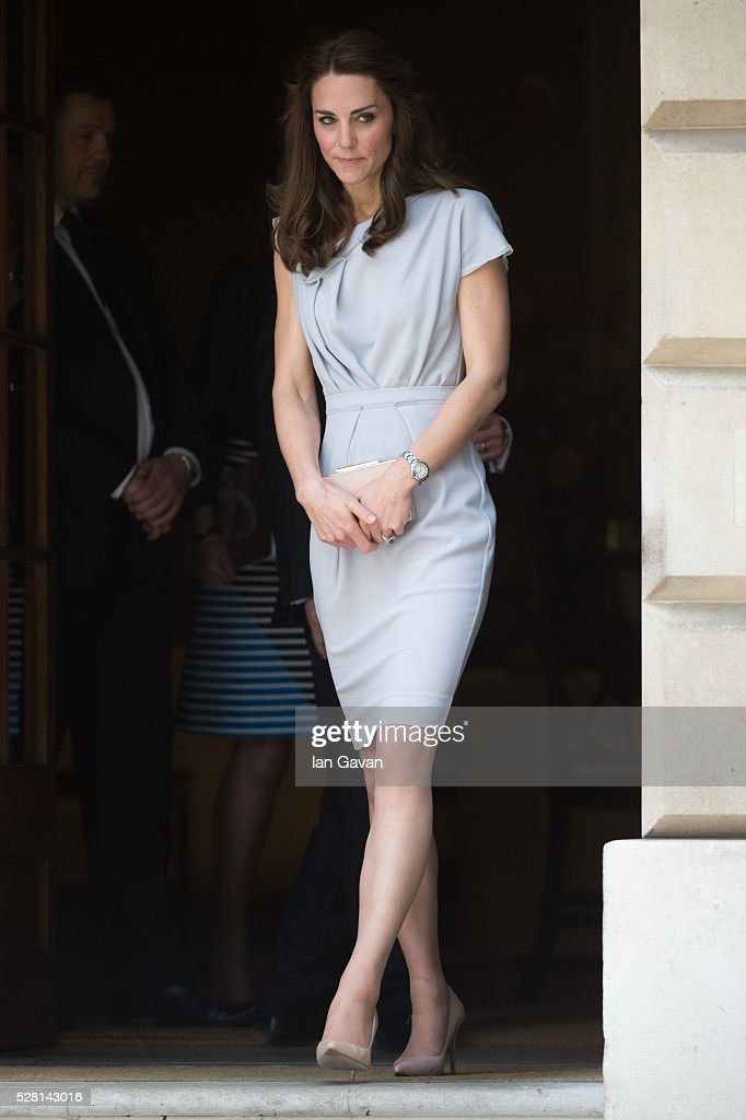 <a gi-track='captionPersonalityLinkClicked' href=/galleries/search?phrase=Catherine+-+Herzogin+von+Cambridge&family=editorial&specificpeople=542588 ng-click='$event.stopPropagation()'>Catherine</a>, Duchess of Cambridge departs after visiting the Anna Freud Centre on May 4, 2016 in London, England.