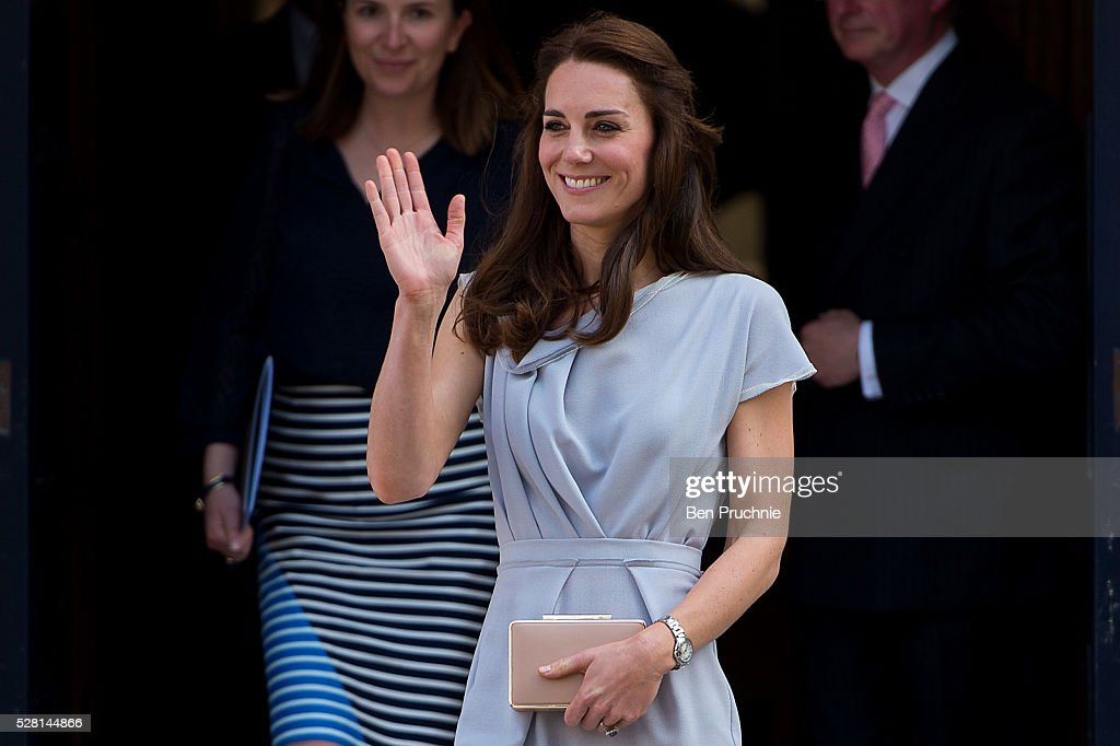 <a gi-track='captionPersonalityLinkClicked' href=/galleries/search?phrase=Catherine+-+Hertiginna+av+Cambridge&family=editorial&specificpeople=542588 ng-click='$event.stopPropagation()'>Catherine</a>, Duchess of Cambridge departs the Anna Freud Centre on May 4, 2016 in London, England.
