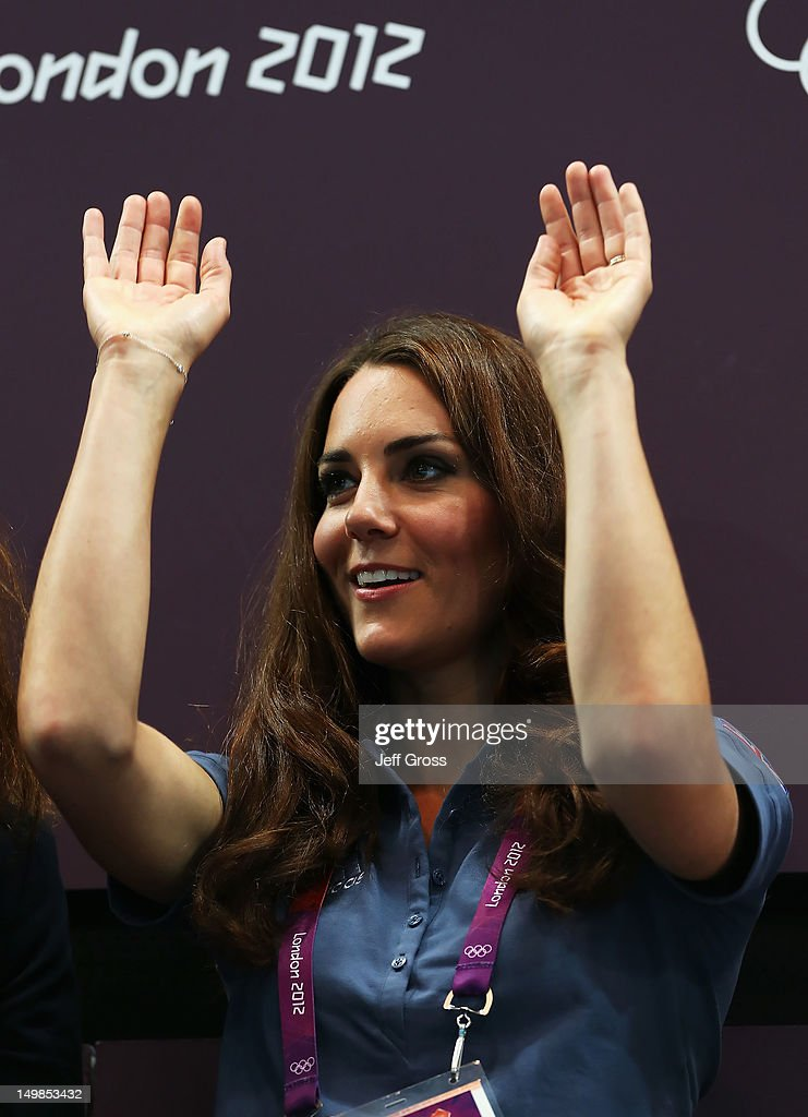 <a gi-track='captionPersonalityLinkClicked' href=/galleries/search?phrase=Catherine+-+Duchessa+di+Cambridge&family=editorial&specificpeople=542588 ng-click='$event.stopPropagation()'>Catherine</a>, Duchess of Cambridge does the wave during the Women's Handball Preliminaries Group A match between Great Britain and Croatia on Day 9 of the London 2012 Olympic Games at the Copper Box on August 5, 2012 in London, England.