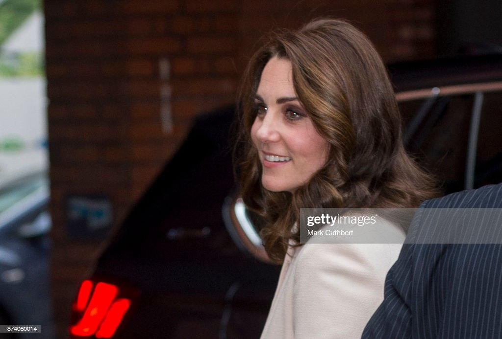 catherine-duchess-of-cambridge-during-a-visit-to-hornsey-road-centre-picture-id874080014