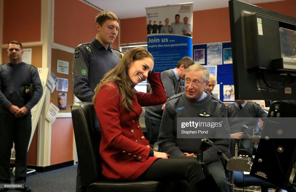 catherine-duchess-of-cambridge-flies-a-flight-simulator-as-she-visits-picture-id635253594