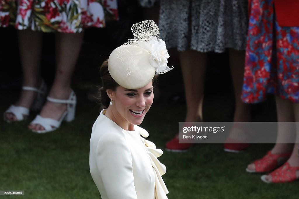 <a gi-track='captionPersonalityLinkClicked' href=/galleries/search?phrase=Catherine+-+Hertiginna+av+Cambridge&family=editorial&specificpeople=542588 ng-click='$event.stopPropagation()'>Catherine</a>, Duchess of Cambridge greets guests attending a garden party at Buckingham Palace on May 24, 2016 in London, England.