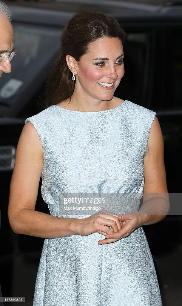<a gi-track='captionPersonalityLinkClicked' href=/galleries/search?phrase=Catherine+-+Duchesse+de+Cambridge&family=editorial&specificpeople=542588 ng-click='$event.stopPropagation()'>Catherine</a>, Duchess of Cambridge, in her role as Patron of The Art Room, attends an evening reception to celebrate the work of the charity at the National Portrait Gallery on April 24, 2013 in London, England.