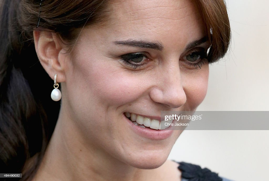 Catherine, Duchess of Cambridge leaves Islington Town Hall after visiting Chance UK's Early Intervention Programme on October 27, 2015 in London, England. - catherine-duchess-of-cambridge-leaves-islington-town-hall-after-uks-picture-id494490032