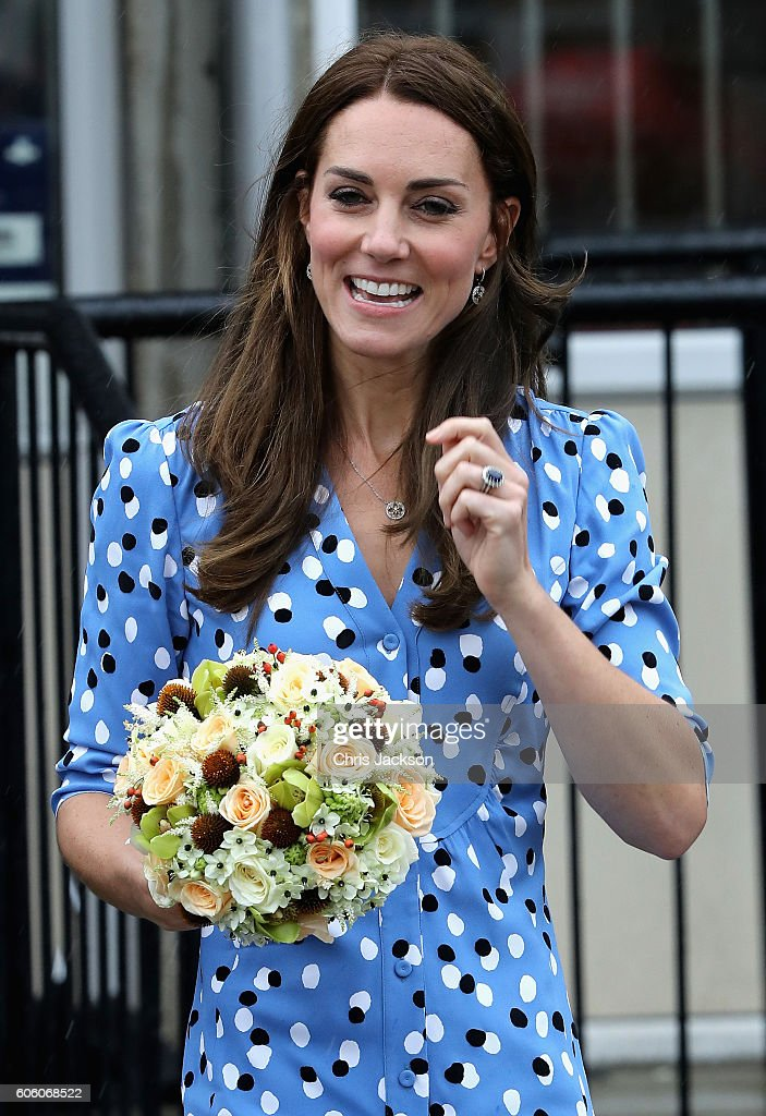 catherine-duchess-of-cambridge-leaves-stewards-academy-on-september-picture-id606068522