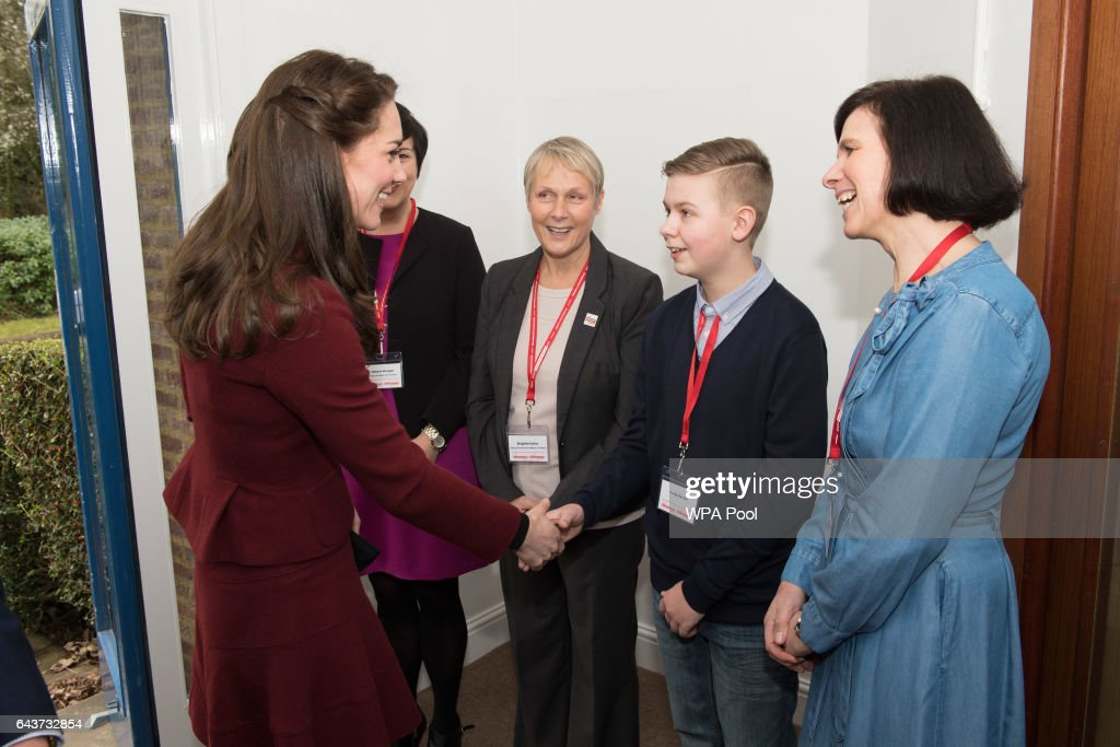 catherine-duchess-of-cambridge-meets-craig-davis-as-she-arrives-for-picture-id643732854