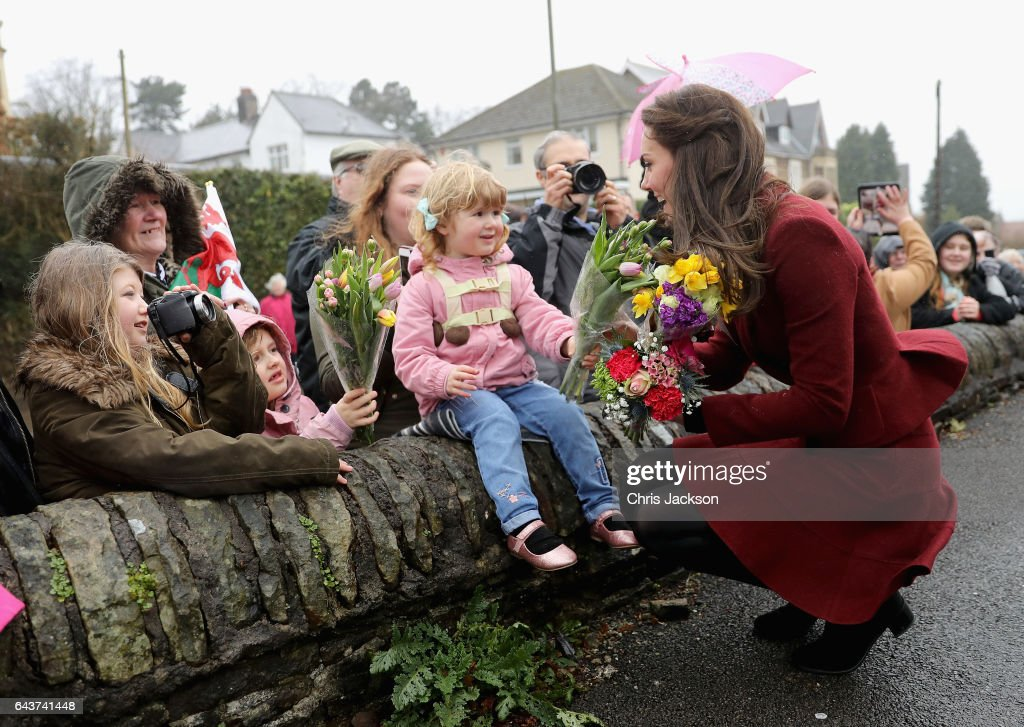 catherine-duchess-of-cambridge-meets-members-of-the-public-after-picture-id643741448