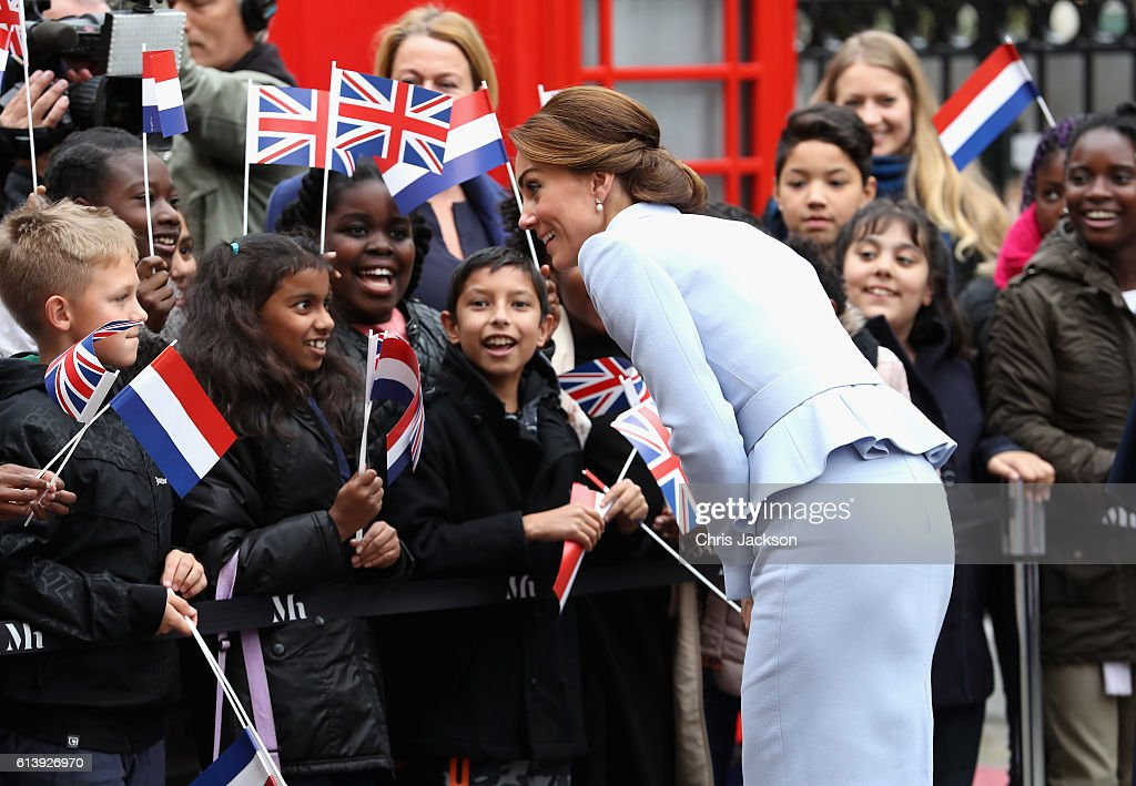 catherine-duchess-of-cambridge-meets-schoolchildren-as-she-arrives-at-picture-id613926970