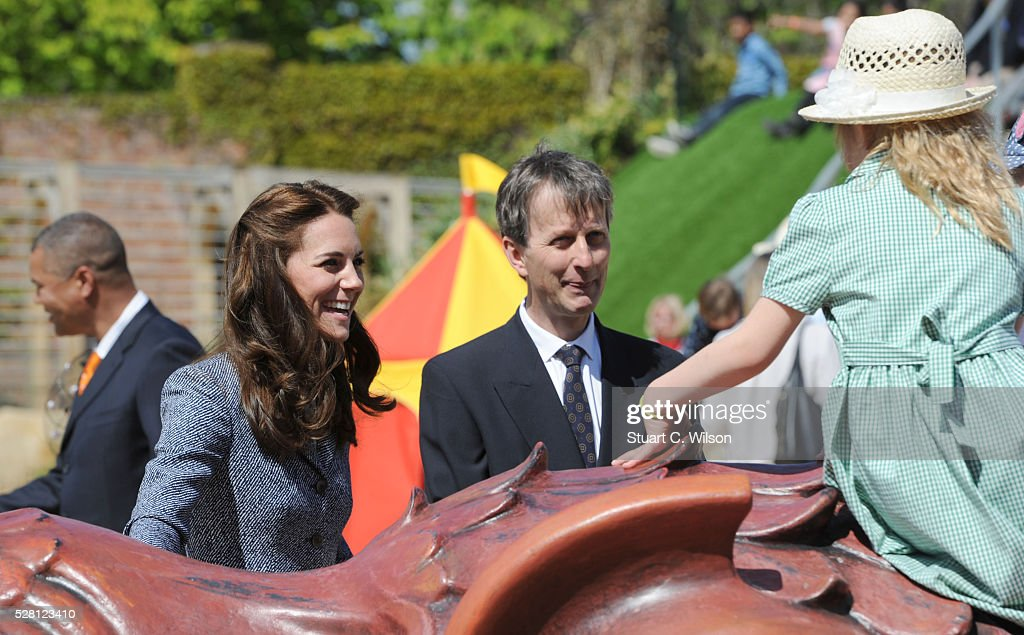 <a gi-track='captionPersonalityLinkClicked' href=/galleries/search?phrase=Catherine+-+Hertiginna+av+Cambridge&family=editorial&specificpeople=542588 ng-click='$event.stopPropagation()'>Catherine</a>, Duchess Of Cambridge officially opens The Magic Garden At Hampton Court Palace on May 4, 2016 in London, England.
