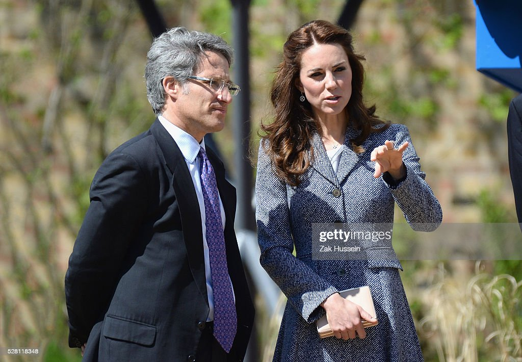 <a gi-track='captionPersonalityLinkClicked' href=/galleries/search?phrase=Catherine+-+Duquesa+de+Cambridge&family=editorial&specificpeople=542588 ng-click='$event.stopPropagation()'>Catherine</a>, Duchess of Cambridge opens The Magic Garden at Hampton Court Palace on May 4, 2016 in London, England.