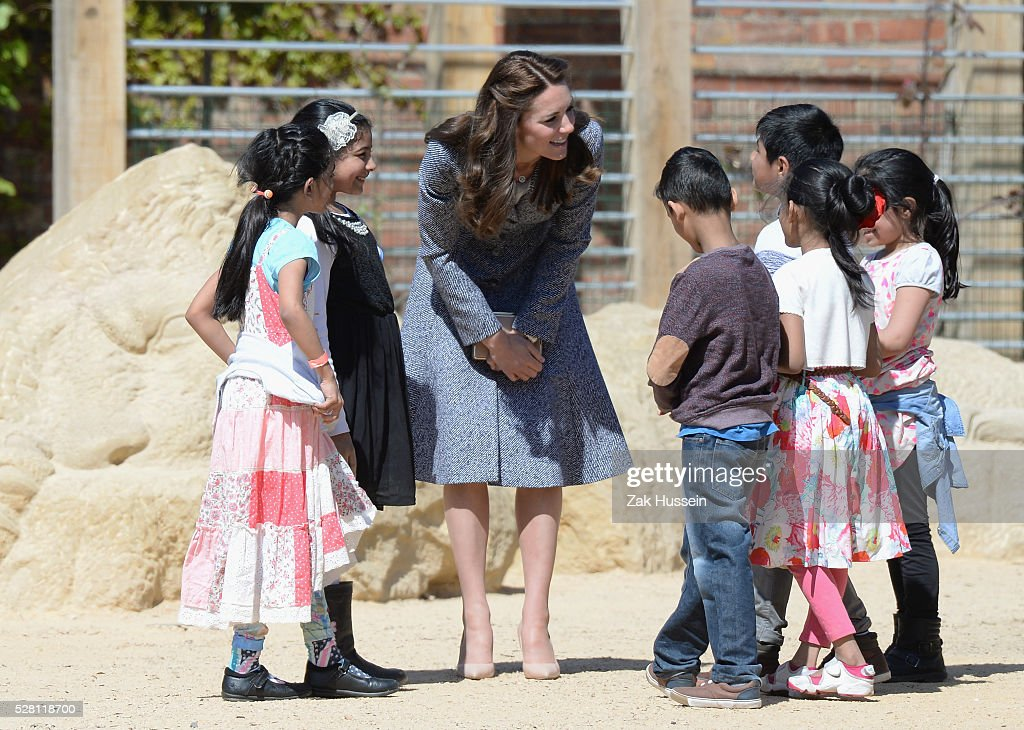 <a gi-track='captionPersonalityLinkClicked' href=/galleries/search?phrase=Catherine+-+Hertiginna+av+Cambridge&family=editorial&specificpeople=542588 ng-click='$event.stopPropagation()'>Catherine</a>, Duchess of Cambridge opens The Magic Garden at Hampton Court Palace on May 4, 2016 in London, England.