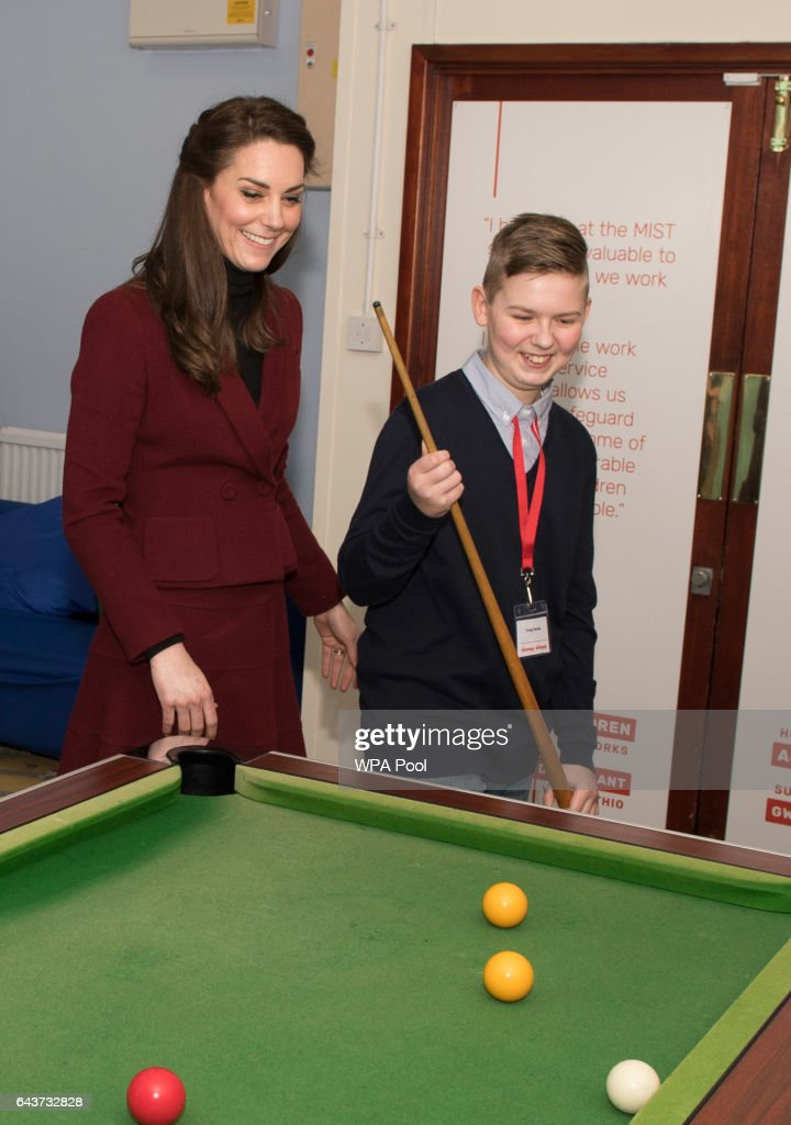 catherine-duchess-of-cambridge-plays-pool-with-craig-davis-during-her-picture-id643732828
