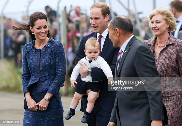 Catherine Duchess of Cambridge Prince William Duke of Cambridge and Prince George of Cambridge talk to GovernorGeneral Sir Jerry Mateparae and wife...