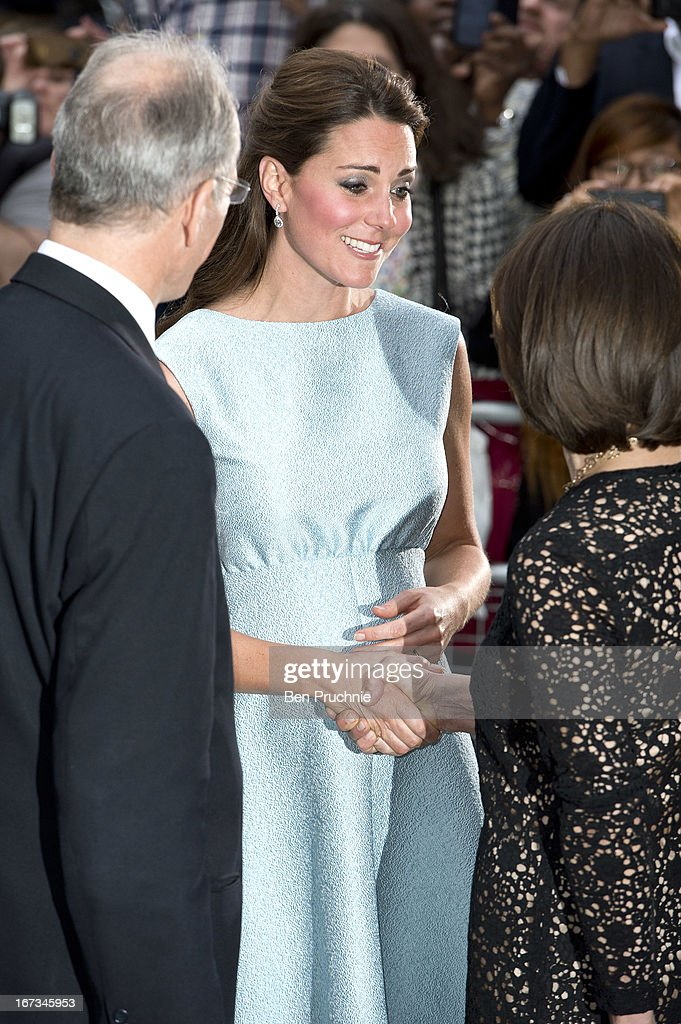<a gi-track='captionPersonalityLinkClicked' href=/galleries/search?phrase=Catherine+-+Hertiginna+av+Cambridge&family=editorial&specificpeople=542588 ng-click='$event.stopPropagation()'>Catherine</a>, Duchess of Cambridge sighted arriving at the National Portrait Gallery on April 24, 2013 in London, England.