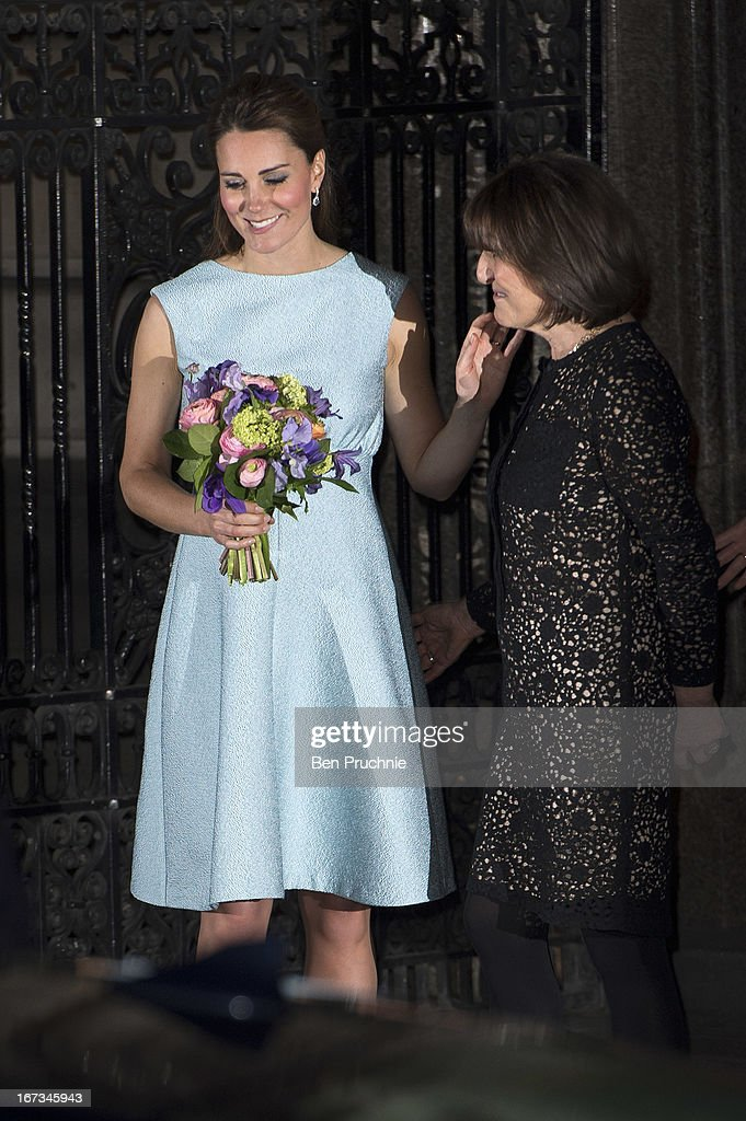 <a gi-track='captionPersonalityLinkClicked' href=/galleries/search?phrase=Catherine+-+Herzogin+von+Cambridge&family=editorial&specificpeople=542588 ng-click='$event.stopPropagation()'>Catherine</a>, Duchess of Cambridge sighted departing the National Portrait Gallery on April 24, 2013 in London, England.