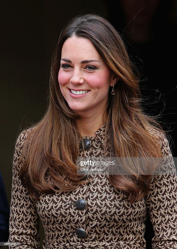 <a gi-track='captionPersonalityLinkClicked' href=/galleries/search?phrase=Catherine+-+Duchess+of+Cambridge&family=editorial&specificpeople=542588 ng-click='$event.stopPropagation()'>Catherine</a>, Duchess of Cambridge smiles as she leaves the Only Connect and ex-offenders projects on November 19, 2013 in London, England.