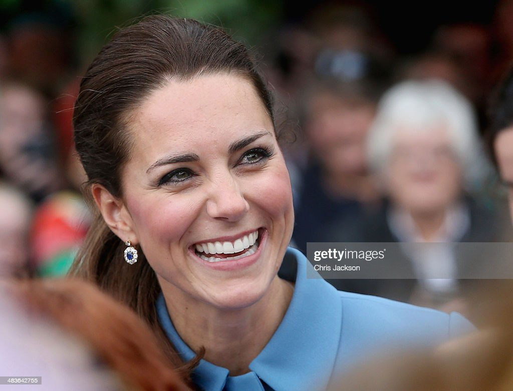 <a gi-track='captionPersonalityLinkClicked' href=/galleries/search?phrase=Catherine+-+Hertiginna+av+Cambridge&family=editorial&specificpeople=542588 ng-click='$event.stopPropagation()'>Catherine</a>, Duchess of Cambridge smiles as she meets the gathered crowds in Seymour Square during Day 4 of a Royal Tour to New Zealand on April 10, 2014 in Blenheim, New Zealand. The Duke and Duchess of Cambridge are on a three-week tour of Australia and New Zealand, the first official trip overseas with their son, Prince George of Cambridge.