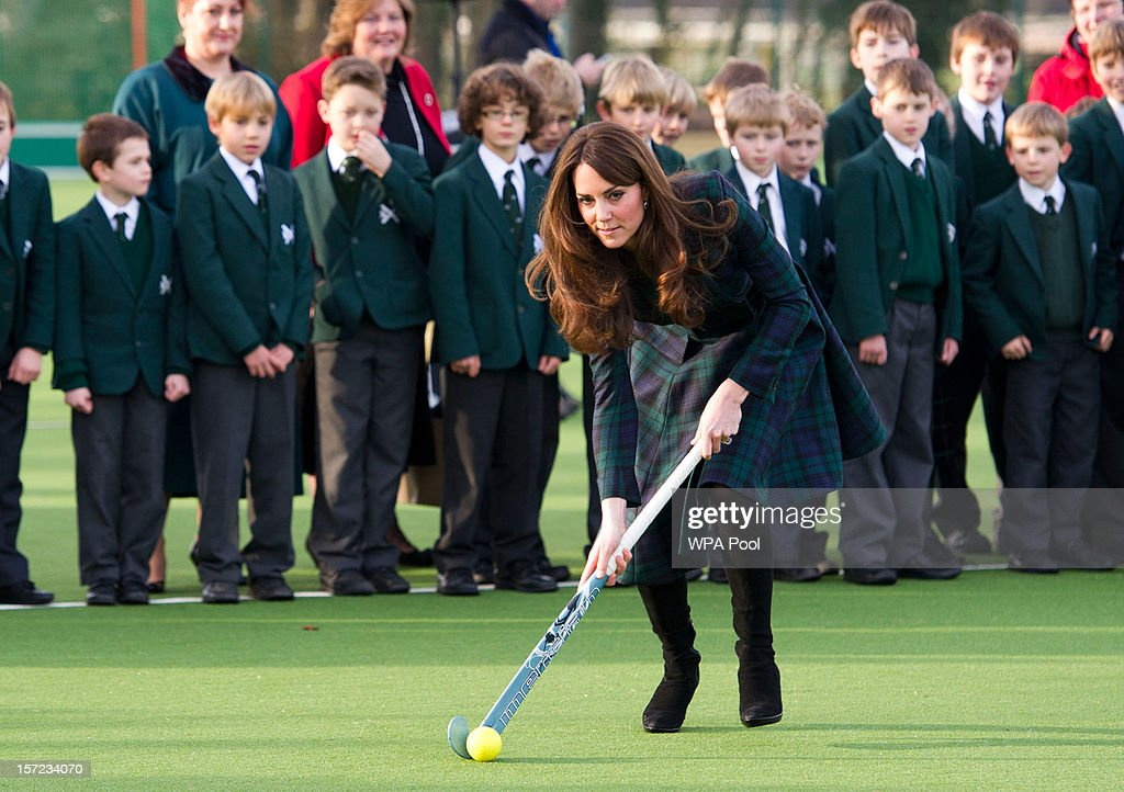 <a gi-track='captionPersonalityLinkClicked' href=/galleries/search?phrase=Catherine+-+Hertiginna+av+Cambridge&family=editorial&specificpeople=542588 ng-click='$event.stopPropagation()'>Catherine</a>, Duchess of Cambridge takes part in a day of activities and festivities to mark the occasion of St Andrew's Day at St Andrew's School on November 30, 2012 in Pangbourne, Berkshire, England. The Duchess visited the Pre-Prep School for under-5s, unveiled a plaque to officially open a new artificial turf playing field and met members of the school's hockey team, which she played for during her time as a pupil at the school (1986-1995). The Duchess also toured the school privately and watched the school's Progressive Games which are traditional games played indoors by teachers and students on St. Andrew's Day.
